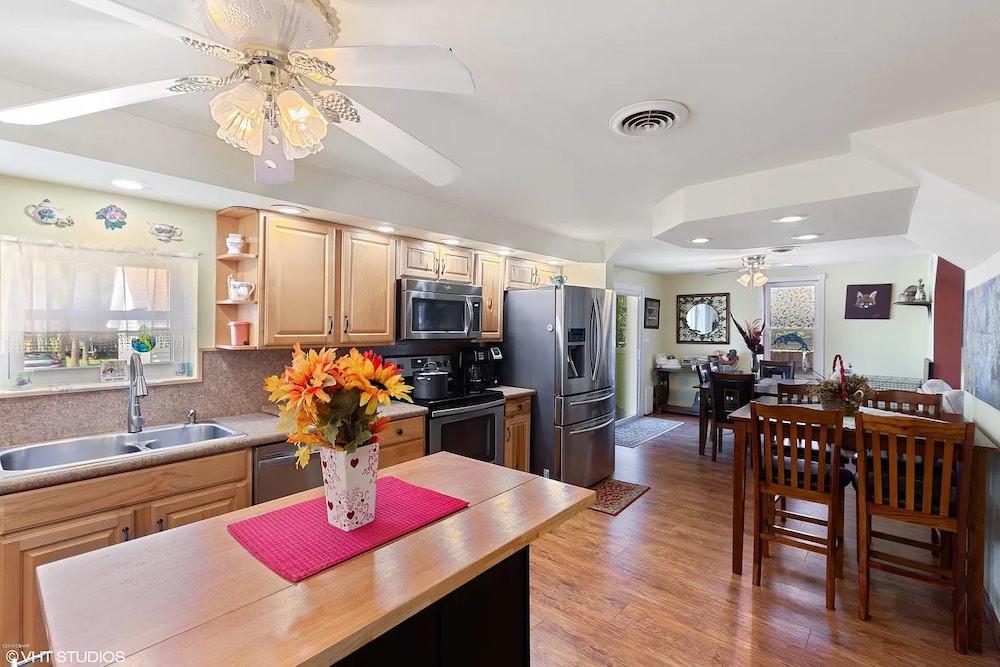 1508 Riverside Drive kitchen